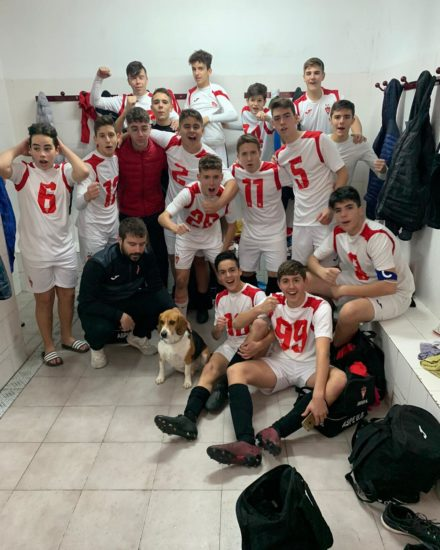 Celebración de la victoria del equipo Cadete B del Aspe UD