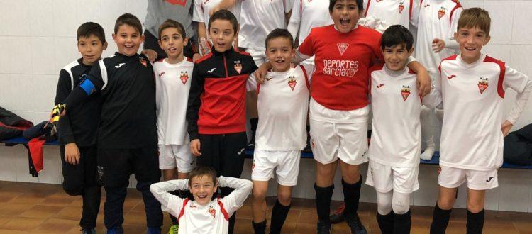 Celebración de la victoria del Alevín B frente al Novelda UD CF
