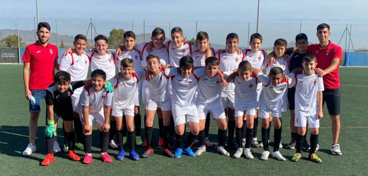 Equipo Infantil B del Aspe Unión Deportiva con sus entrenadores