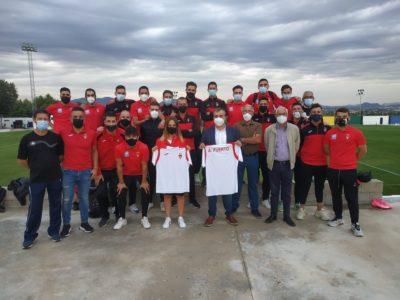 El Senior A con el Alcalde de Aspe, Antonio Puerto y la Concejala de Deportes, Toñi García