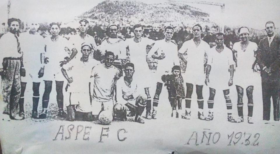 Plantilla del Aspe FC en un partido disputado en 1932