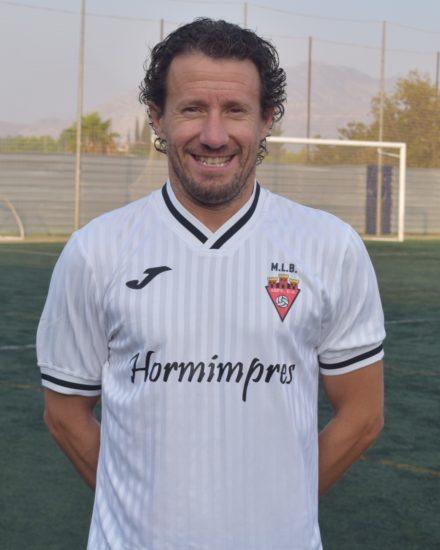 Rafael Pujalte , Quini, es jugador del equipo Veteranos del Aspe Unión Deportiva